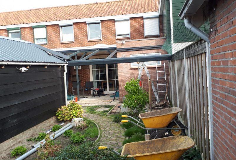 Begin met aanleg terrasoverkapping